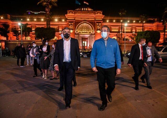 الأمين العام لمنظمة السياحة العالمية رفقة خالد العناني ووزير السياحة والآثار المصري