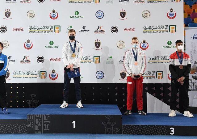 الروسي تيوليوكوف يتوج بذهبية سلاح السيف في بطولة العالم للشباب بمصر