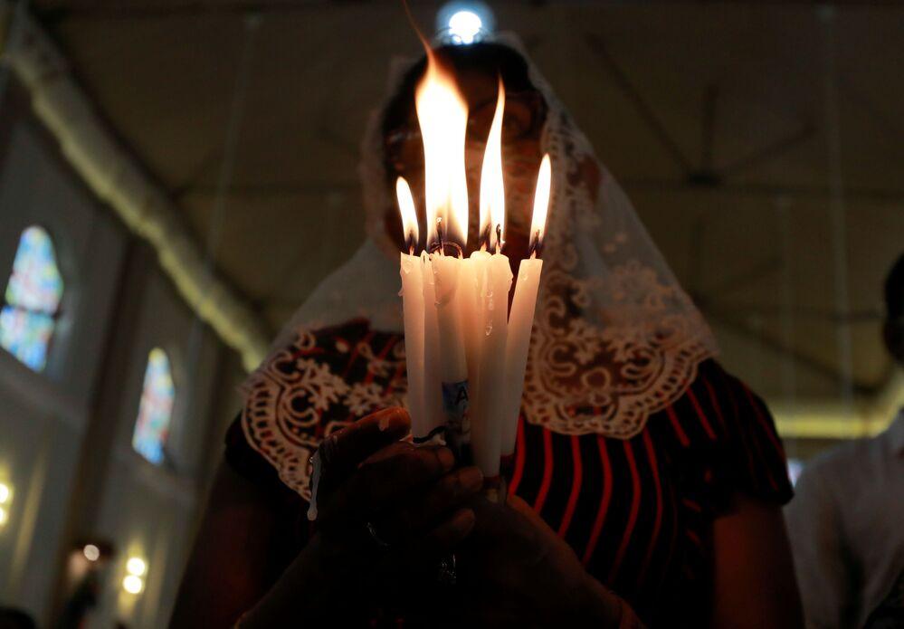 مراسم الاحتفال بعيد الفصح الكاثوليكي في كاتوابتيا، سريلانكا 4 أبريل 2021