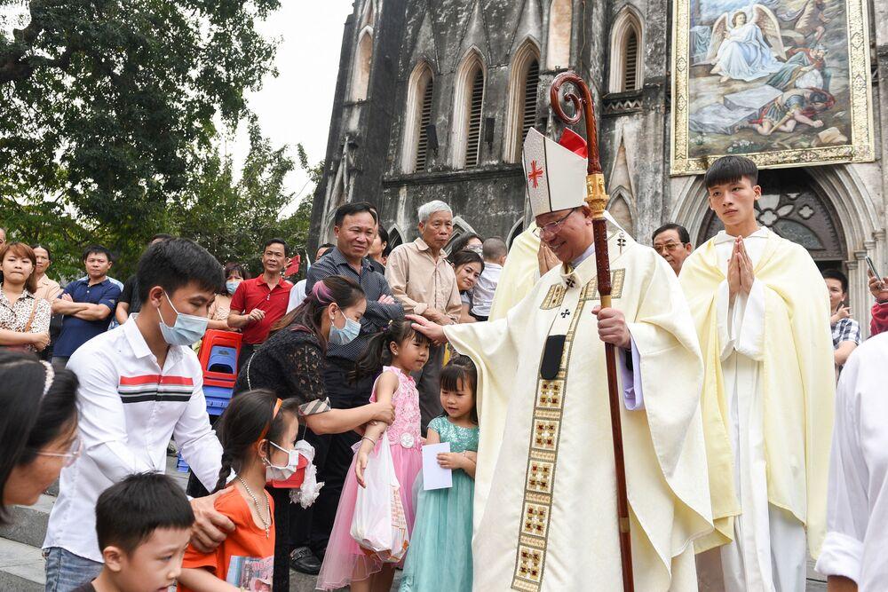 مراسم الاحتفال بعيد الفصح الكاثوليكي في هانوي، فيتنام 4 أبريل 2021