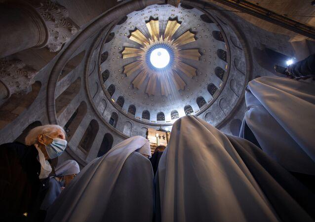مراسم الاحتفال بعيد الفصح الكاثوليكي في كنيسة القيامة في مدينة القدس القديمة، فلسطين 4 أبريل 2021