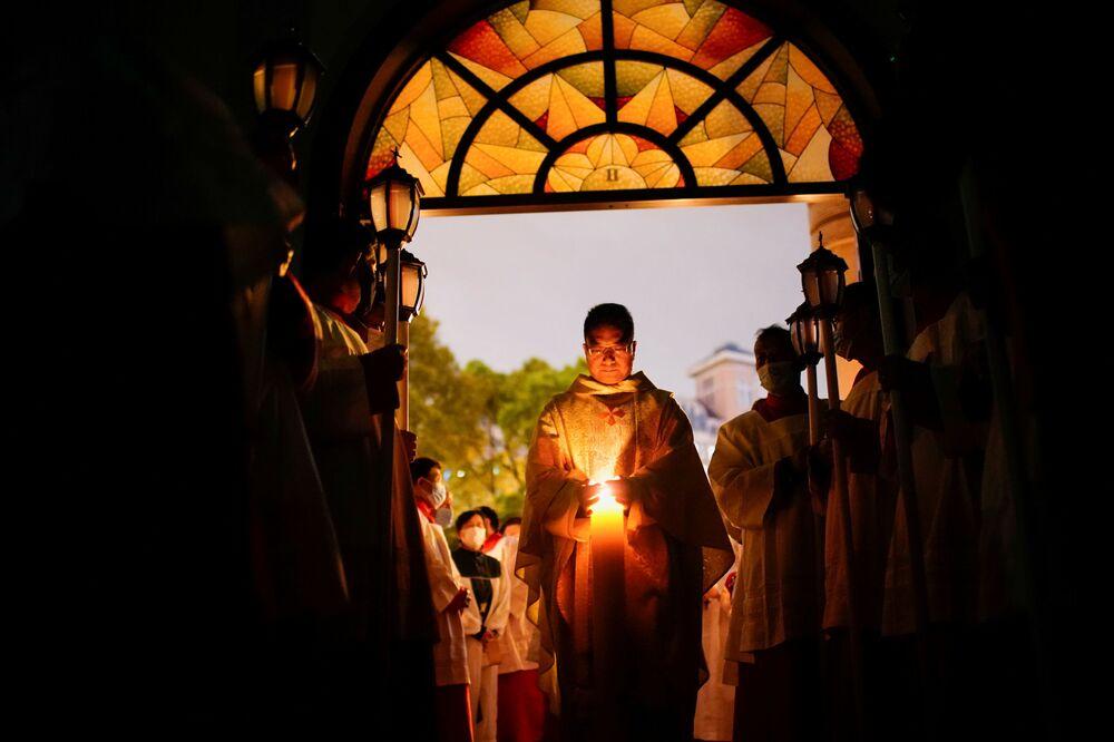 مراسم الاحتفال بعيد الفصح الكاثوليكي في شنغهاي، الصين 4 أبريل 2021