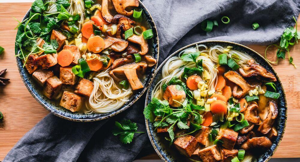Рамэнحساء رامين - هو طبق من المعكرونة اليابانية والصينية.