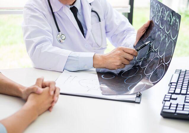 التصوير المقطعي المحوسب لدماغ المريض