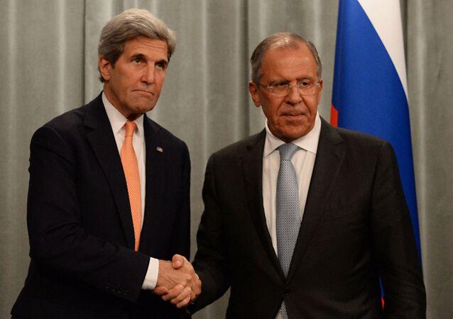 وزير الخارجية الروسي سيرغي لافروف و مبعوث الرئيس الأمريكي الخاص للشؤون المناخية جون كيري