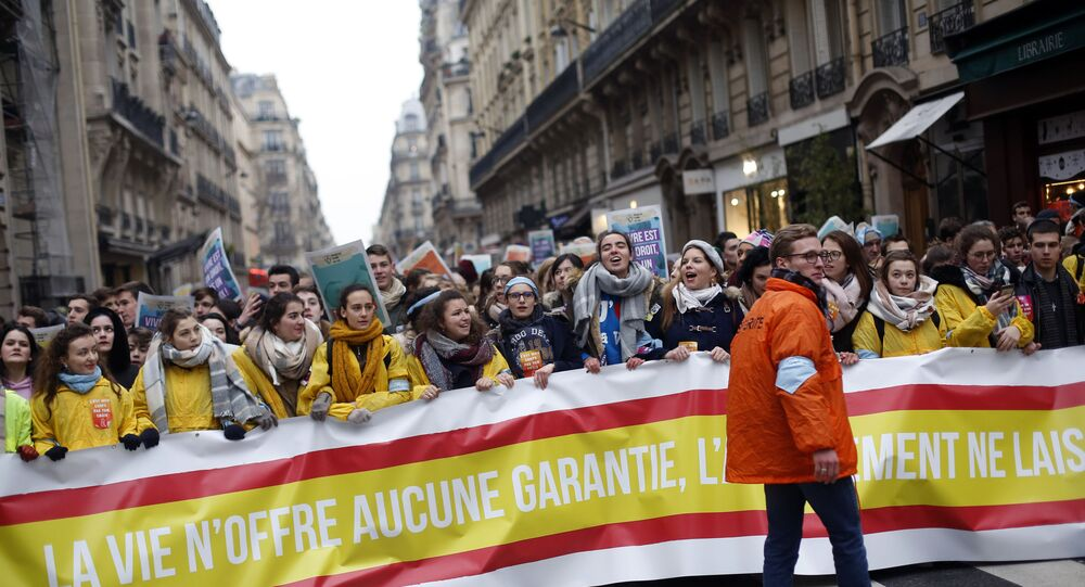 مطالبات فرنسية بتمديد المدة المسموحة لإجراء الإجهاض