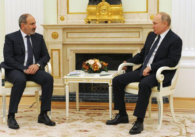 رئيس وزراء أرمينيا نيكول باشينيان يلتقي الرئيس الروسي فلاديمير بوتين في موسكو، روسيا 7 أبريل 2021