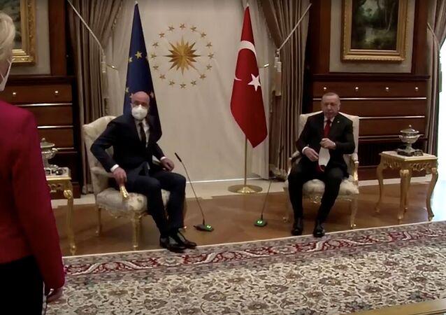 لقاء بين رئيس المجلس الأوروبي شارل ميشال ورئيسة المفوضية الأوروبية أورسولا فون دير لاين والرئيس التركي رجب طيب أردوغان