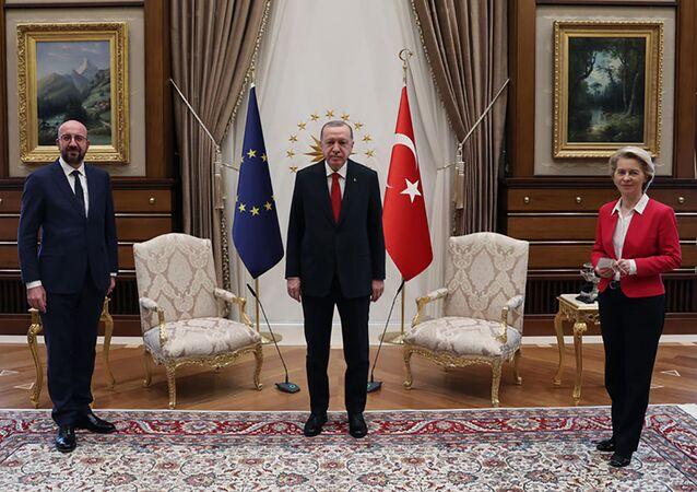اجتماع بين الرئيس التركي رجب طيب أردوغان مع رئيسة المفوضية الأوروبية أورسولا فون دير لاين