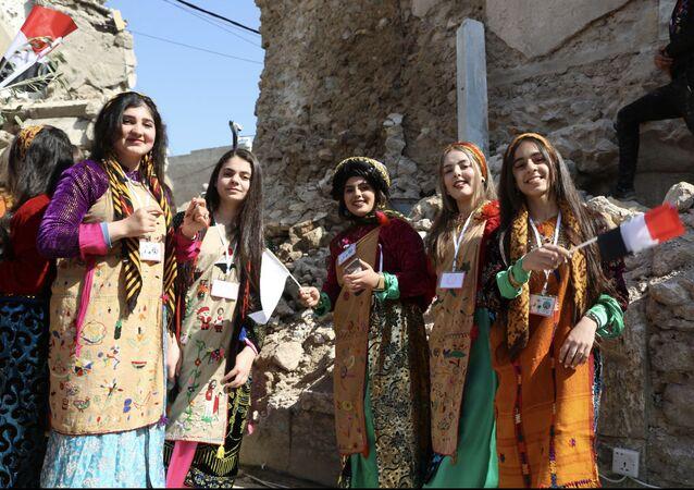 فتيات عراقيات يكسرن النمطية بأعمال ذكورية لإحياء ما دمره الإرهاب في الموصل، العراق 8 أبريل 2021