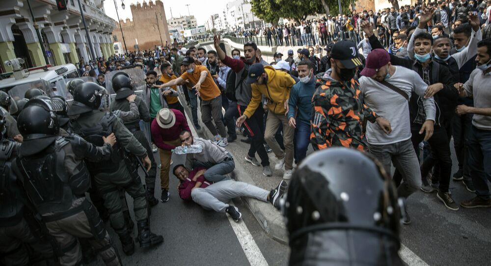 قمع مظاهرات للأساتذة في الرباط، المغرب 7 أبريل 2021