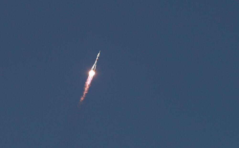 إطلاق الصاروخ الحامل Soyuz-2.1 مع المركبة الفضائية المأهولة Soyuz MS-18 وطاقم الرحلة طويلة المدى ISS-65 من منصة الإطلاق رقم 31 من قاعدة بايكونور الفضائية، 9 أبريل 2021