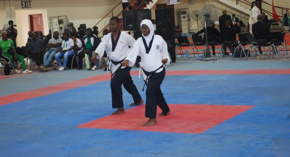 الرياضية النيجيرية الحامل أمينة إدريس خلال شهرها الثامن