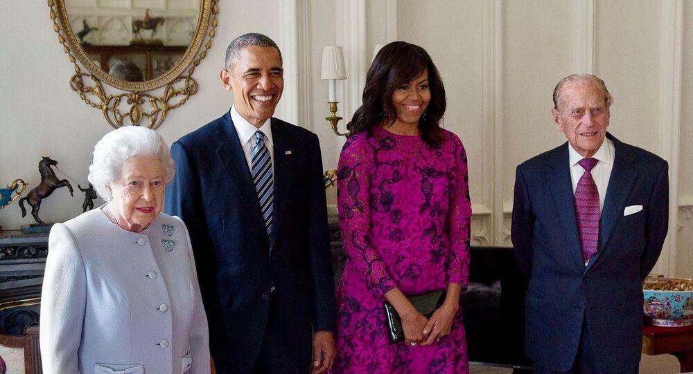 الملكة إليزابيث مع الرئيس الأمريكي السابق باراك أوباما