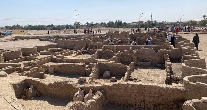 المدينة المفقودة في الأقصر بمصر