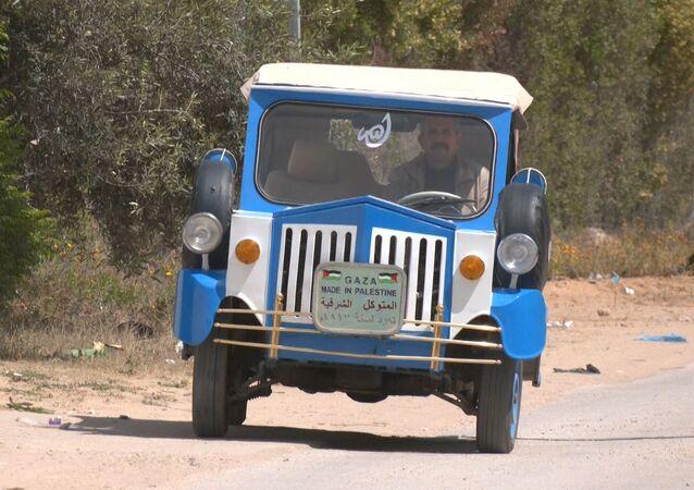 تحفة فنية تسير على الأرض، سيارة يعود تاريخ صنعها إلى بداية القرن الماضي، خان يونس، قطاع غزة، فلسطين 11 أبريل 2021