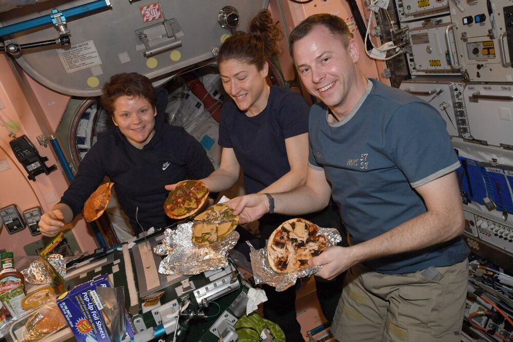 تحضير البيتزا على متن محطة الفضاء الدولية