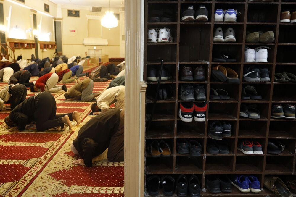 صلاة التراويح الأولى في شهر رمضان في مركز شيكاغو للجالية المسملة في شيكاغو، الولايات المتحدة 12 أبريل 2021