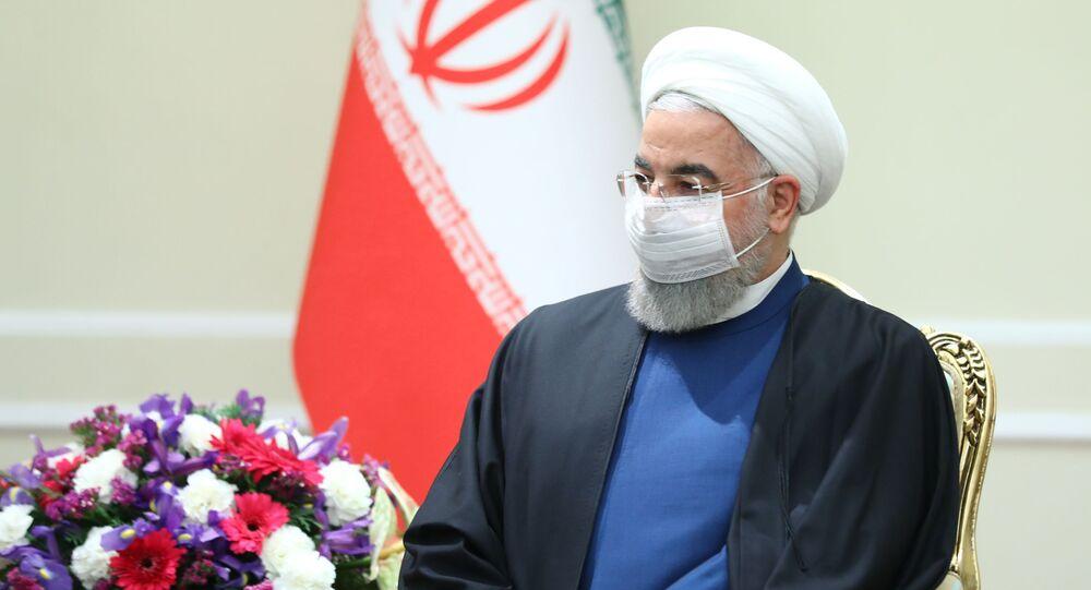 وزير الخارجية الروسي سيرغي لافروف، والرئيس الإيراني حسن روحاني في طهران، إيران 13 أبريل 2021