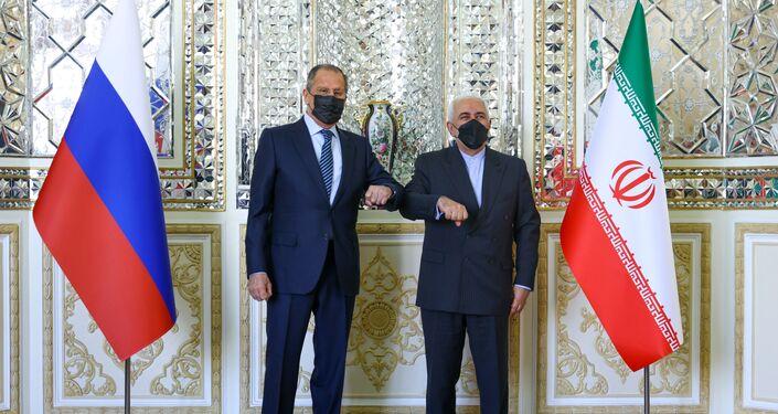 وزير الخارجية الإيراني جواد ظريف يلتقي بنظيره الروسي سيرجي لافروف في طهران ، إيران ، 13 أبريل / نيسان 2021