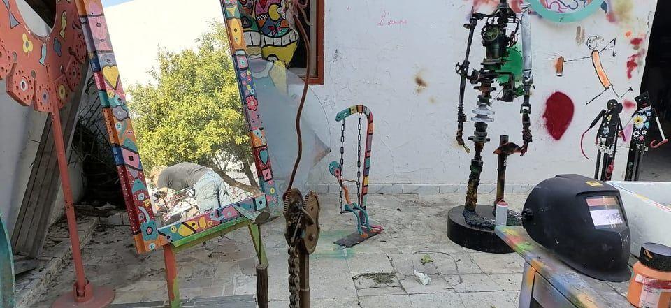 مستودع لتحويل الخردة إلى قطع فنية في تونس