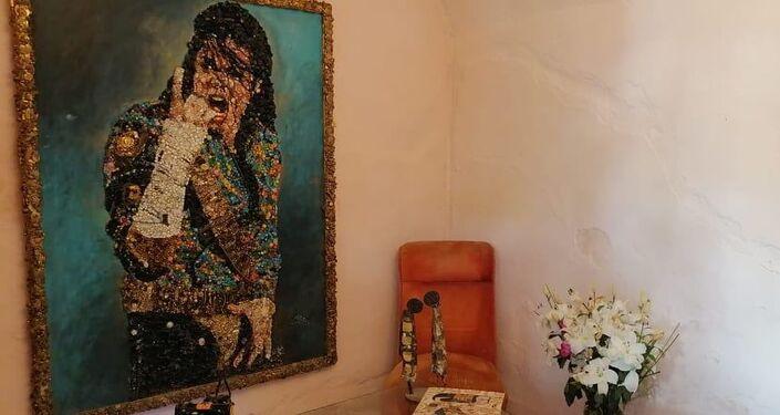 تونسية تحترف تحويل الخردة إلى قطع فنية قيمة