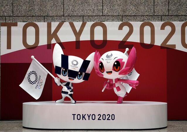 أولمبياد طوكيو 2020 - الألعاب الأولمبية والبارالمبية الصيفية - التمائم الرسمية لدورة الألعاب الأولمبية والبارالمبية طوكيو 2020: ميرايتوا (يسار) و سوميتي (يمين)، طوكيو، اليابان 14 أبريل 2021