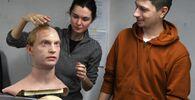 مدير شركة بروموبود لتصنيع الروبوتات، بيوتر تشيغوداييف، وألكسندرا تشيغودايفا، نائبة المدير، يعملان على نموذج لرجل آلي في فرع الشركة لنمذجة الروبوتات البشرية في أقصى شرق مدينة فلاديفوستوك، روسيا، 15 مارس 2021
