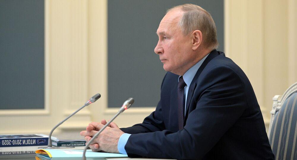 الرئيس الروسي فلاديمير بوتين خلال اجتماع الجمعية الجغرافية الروسية، 14 أبريل 2021