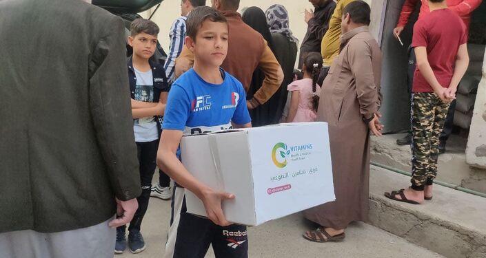 توزيع المساعدات للمحتاجين في رمضان في الموصل، العراق 15 أبريل 2021
