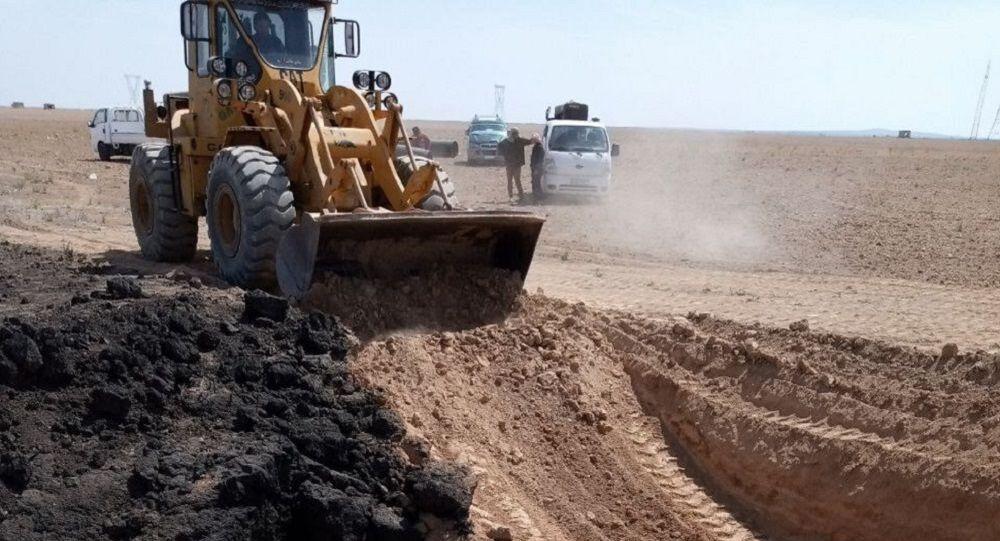 إصلاح خط لنقل الغاز الطبيعي من ريف محافظة الحسكة إلى محطة الريان في محافظة حمص، سوريا 15 أبريل 2021