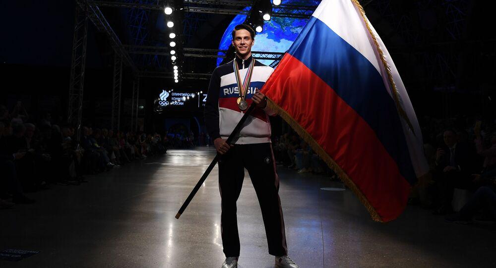 عرض لزي المنتخب الروسي في أولمبياد طوكيو 2020 من المنتج الروسي لصناعة الأزياء الرياضية زاسبورت في قاعة للعروض كوسموس في حديقة في دي إن خا في موسكو، روسيا 14 أبريل 2021