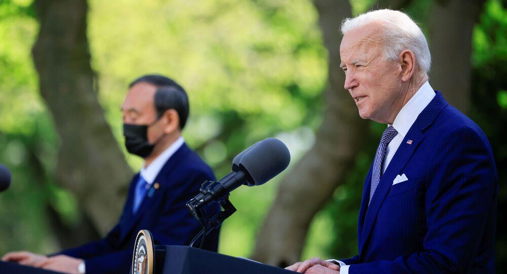 الرئيس الأمريكي في مؤتمر صحفي مشترك مع رئيس الوزراء الياباني سوغا في البيت الأبيض بواشنطن