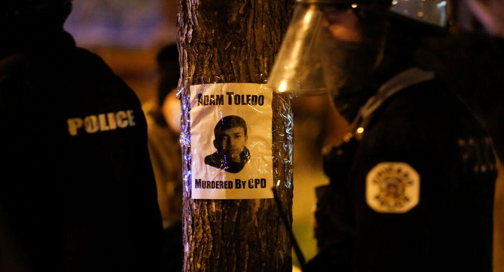 احتجاج في أعقاب وفاة الصبي آدم توليدو البالغ من العمر 13 عاما في شيكاغو، 16 نيسان/ أبريل 2021