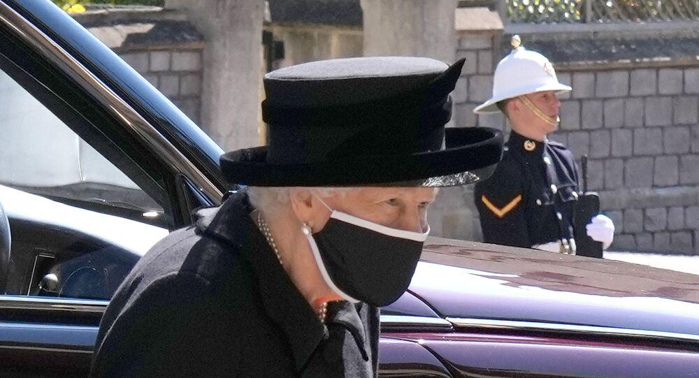 ملكة بريطانيا، إليزابيث الثانية في جنازة زوجها الأمير فيليب في قلعة وندسور، بريطانيا، 17 نيسان/ أبريل 2021
