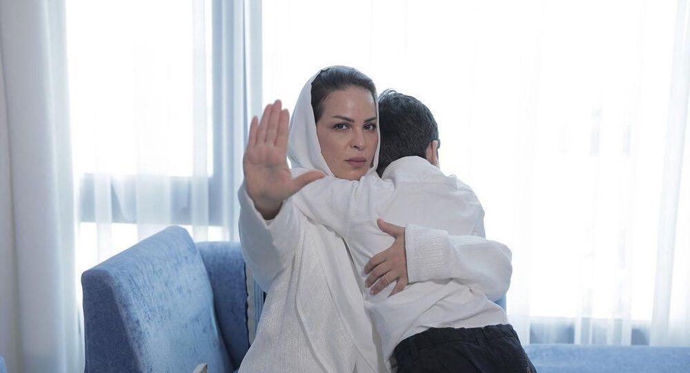 منى السابر والدة حلا الترك