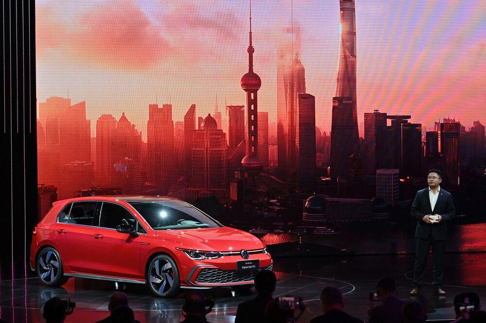 سيارة (Volkswagen Golf GTI) في معرض شنغهاي للسيارات، الصين 19 أبريل 2021
