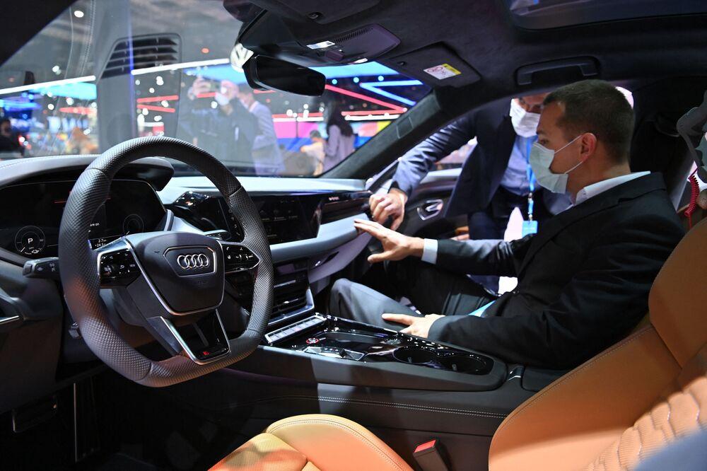 سيارة (Audi RS e-tron GT) في معرض شنغهاي للسيارات، الصين 19 أبريل 2021