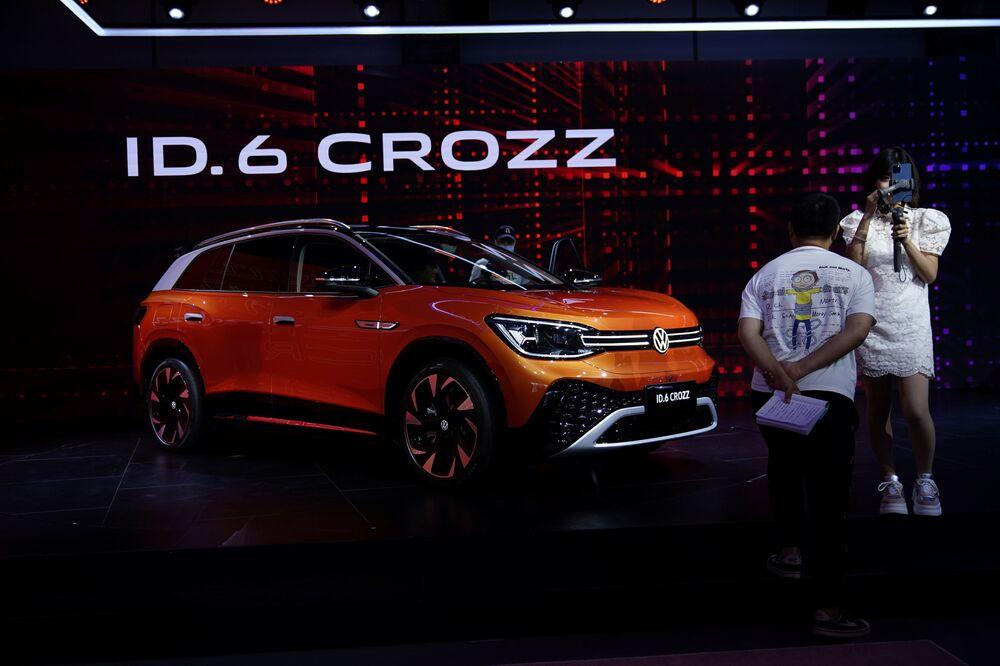 سيارة (Volkswagen ID.6 CROZZ) في معرض شنغهاي للسيارات، الصين 19 أبريل 2021