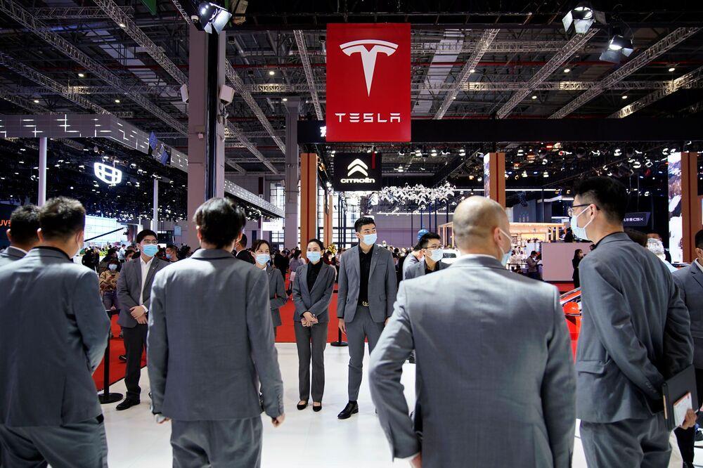 جناح (Tesla) في معرض شنغهاي للسيارات، الصين 19 أبريل 2021
