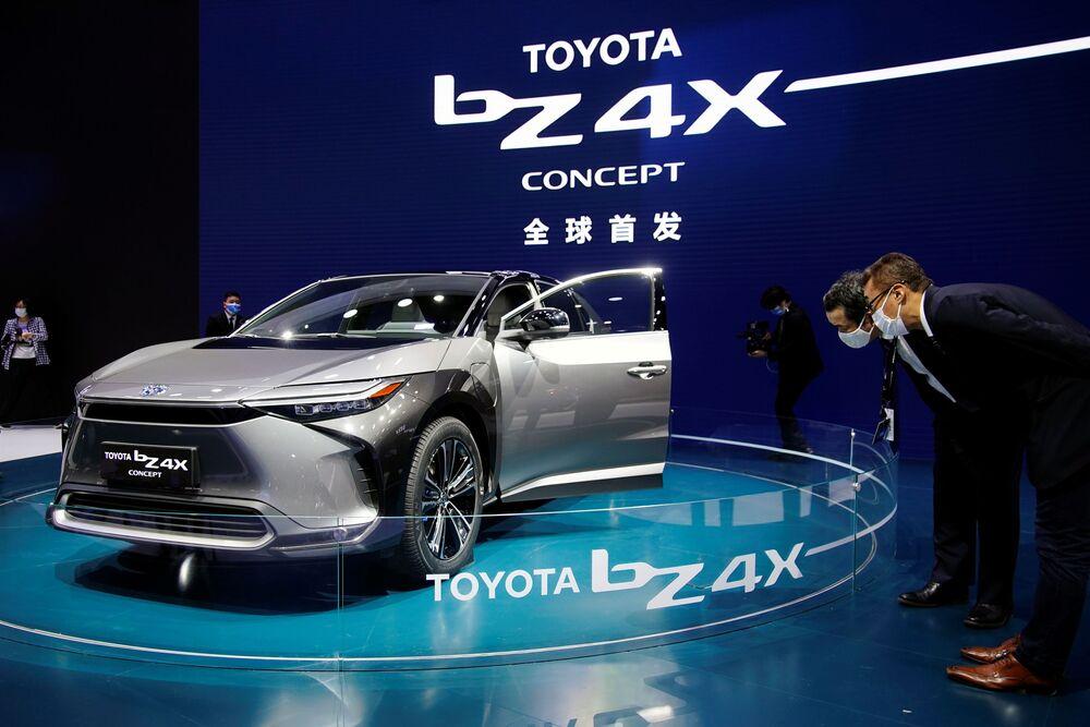 سيارة (Toyota BZ4X ) في معرض شنغهاي للسيارات، الصين 19 أبريل 2021