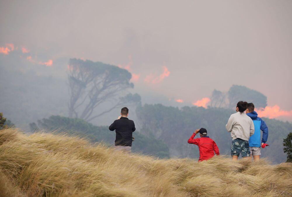 منظر عام على حريق هائل نشب في جبل تيبل في كيب تاون، جنوب أفريقيا 19 أبريل2021