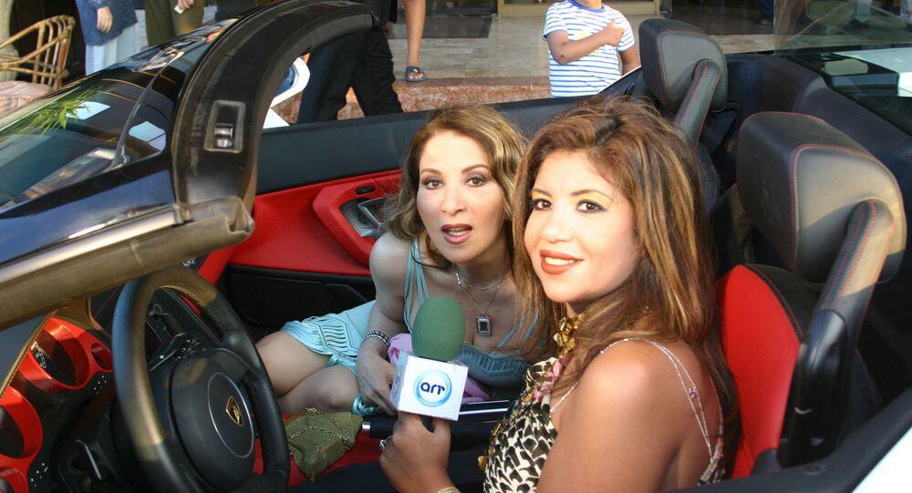 الإعلامية المصرية، بوسي شلبي، في لقاء تلفزيوني مع الفنانة المصرية، بوسي