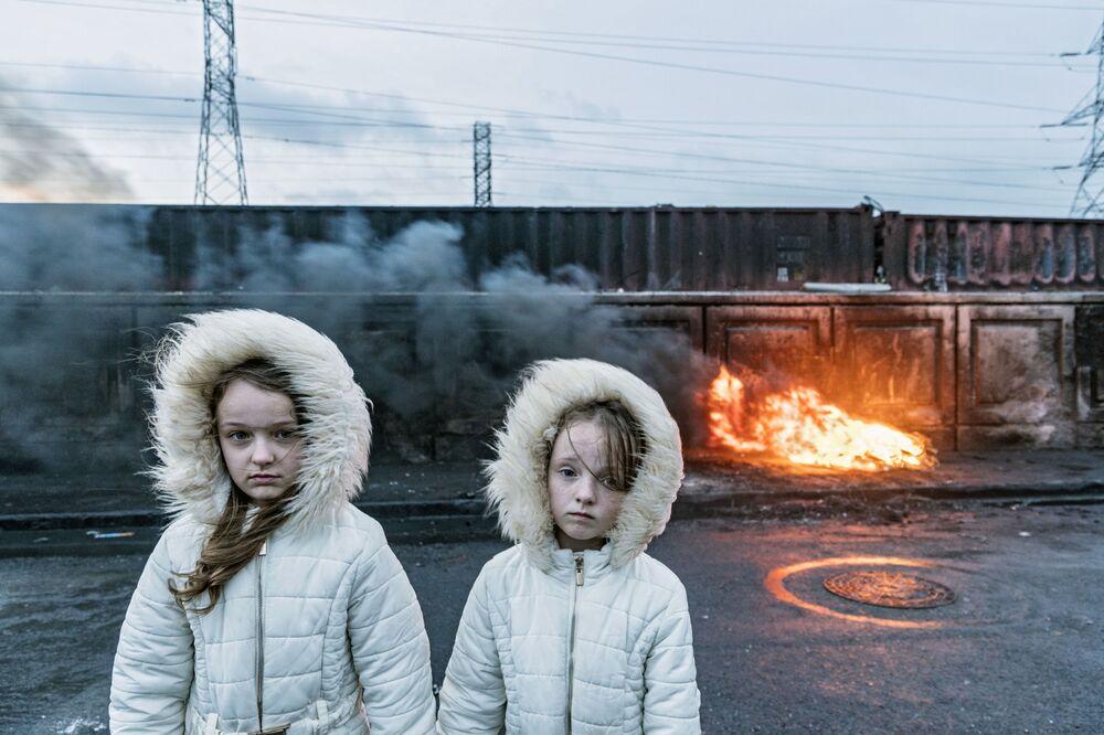 صورة من سلسلة المسافرون الأيرلنديون (أيرلندا)، للمصور الأمريكي من أصول أيرلندية جوزيف فيليب بيفيلارد، تفوز بالمركز الثالث في مسابقة توزيع جوائز كل شيء عن الصورة لعام 2021