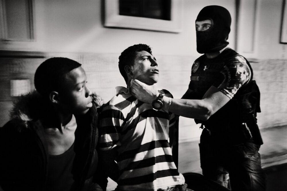 صورة من سلسلة لاتيدوأميريكا (LATIDOAMERICA)، للمصور الإسباني خافيير أرسينيلاس، تفوز بالمركز الرابع في مسابقة توزيع جوائز كل شيء عن الصورة لعام 2021