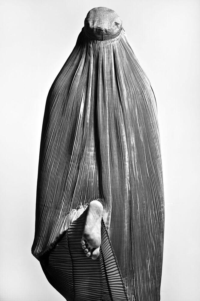 صورة تابو (حرام، أفغانستان)، للمصور الإيراني فتاح زينوري، حصلت على تقدير عالي في مسابقة توزيع جوائز كل شيء عن الصورة لعام 2021