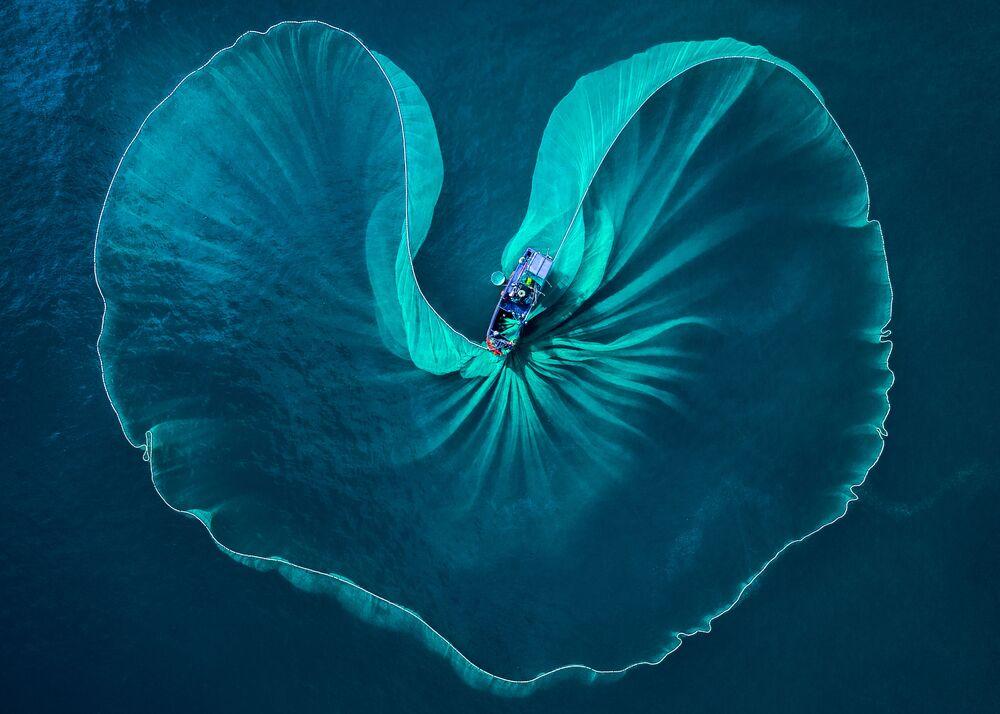 صورة قلب البحر، للمصور الفيتنامي فيوس هواي نغيوين، حصلت على تقدير عالي في مسابقة توزيع جوائز كل شيء عن الصورة لعام 2021