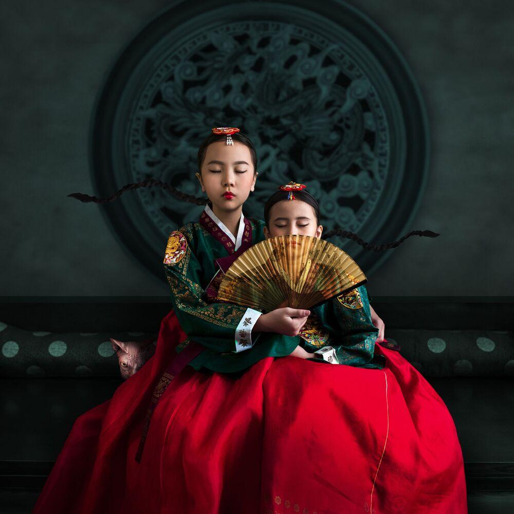 صورة أشعار للأختين (كوريا الشمالية)، للمصور الإندونيسي هارديجانتو بوديمان، حصلت على تقدير عالي في مسابقة توزيع جوائز كل شيء عن الصورة لعام 2021