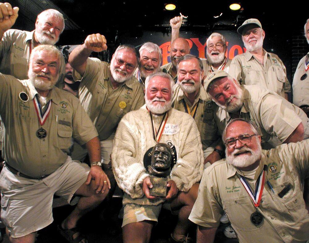 مسابقة شبيه والد إرنست همنغواي في فلوريدا، الولايات المتحدة 2001