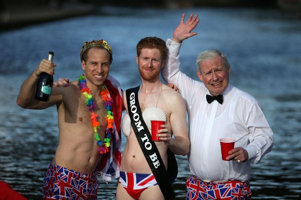 ثلاثة رجال يشبهون أمير ويلز تشارلز، ودوق كامبريدج الأمير ويليام والأمير هاري، 2018